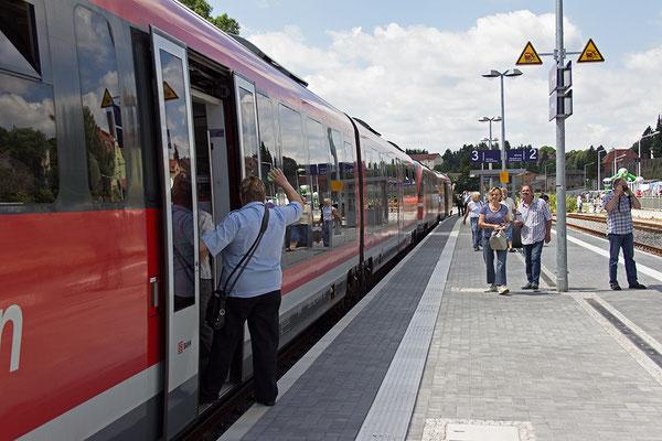 Freie Fahrt von Sebnitz nach Rumburk für die Nationalparkbahn Sächsisch-Böhmische Schweiz, Linie U28. Im Bild: Triebzüge der Bauart Desiro in Dreifachtraktion.
