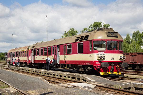 Triebwagen der CD-Baureihe 854 in Rumburk