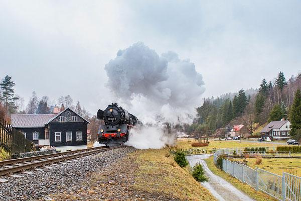 Deutsch-Tschechischer Freundschaftszug mit einer schweren Dampflok der Baureihe 50 am 26.03.2016 in Kytlice