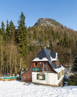Nationalpark-Informationsstelle am Zeughaus mit Blick zum Teichstein, AP.