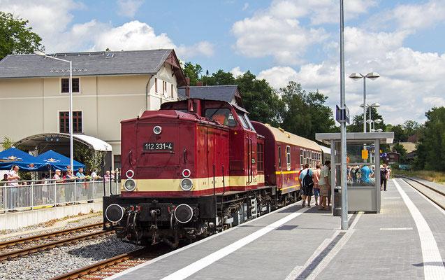 Sonderzug der Ostsächsischen Eisenbahnfreunde Löbau in Sebnitz. Dieselloks der Baureihe 110 (V100) wie hier im Bild waren längere Zeit auf der Strecke Pirna-Neustadt-Sebnitz-Bad Schandau  im Einsatz.