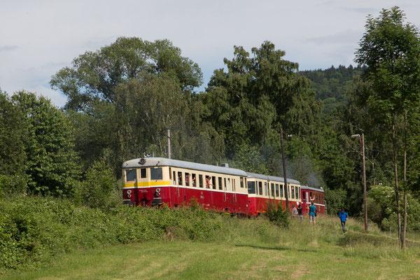 Bahnromantik pur! Der Zug ruckelt über die alten Gleise und sein langsames Tempo erlaubt entspanntes Fotografieren ...
