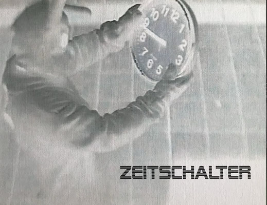 """""""Zeitschalter"""" Digital Print auf Holzkörper - 25x20x4,5cm  2004"""