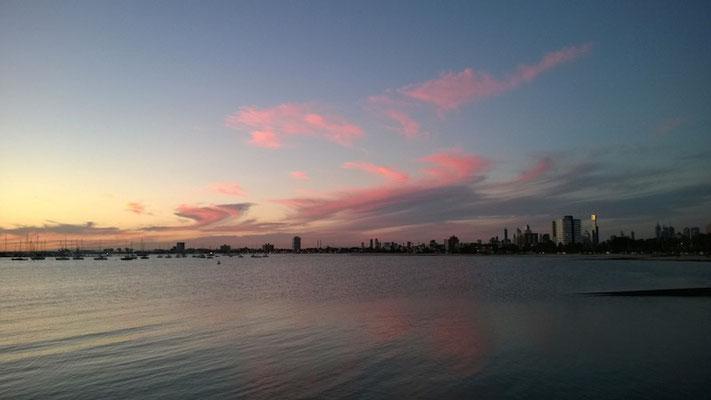 Den Blick auf Melbournes Skyline genießen...