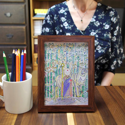 明美さんの使用した色鉛筆と選ばれた額(ブラウン)