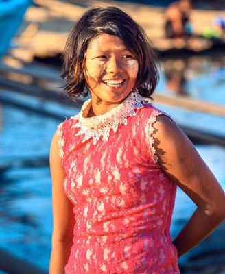 Eine Burmesische Frau bei der Arbeit