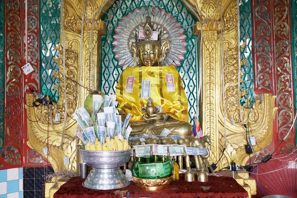 Buddha Statue auf dem Mount Popa