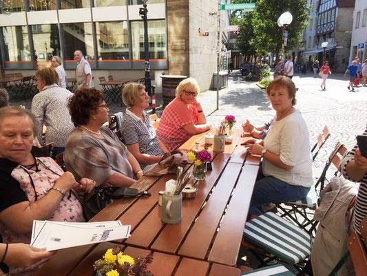 Mittagspause im Freien nach der Ankunft in Osnabrück