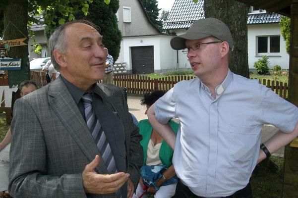 Burkhard Schmelz im Gespräch mit ehem. Bürgermeister Dr. Klaus Walterscheid