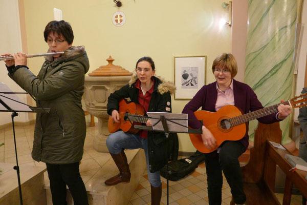 Die Querflötistin und die Gitaristinnen
