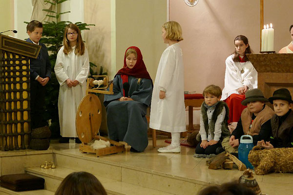 Erzengel Gabriel (r.) verkündet Maria den Empfang Jesu´