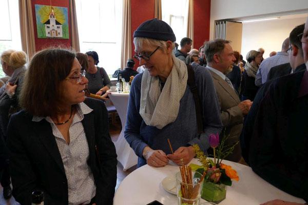 """Aus der Kindertagesstätte """"Josefinchen"""" sind anwesend Ursula Papenkort und Dorothee Lohmann"""