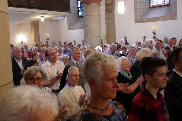 Gemeinde beim Festgottesdienst