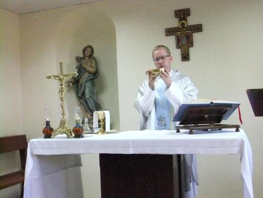 Hl. Messe in Meryemana während der Türkei Pilgergreise