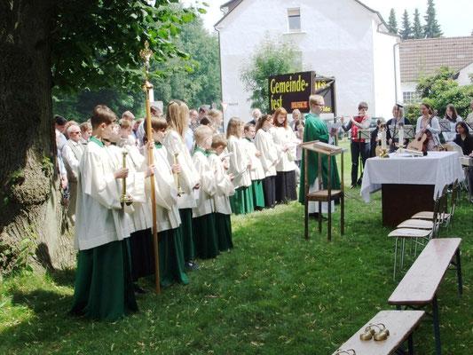 Hl. Messe auf Kirchwiese beim Gemeindefest 2013
