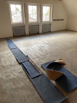Fußboden und Wände warten auf weitere Bearbeitung