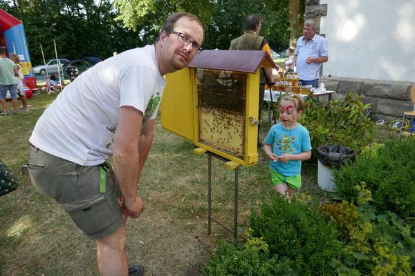 Beim Bienenstand...