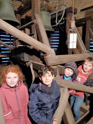 Es geht hoch hinauf: Ausflug in unseren Glockenturm. Dort hängen die ...