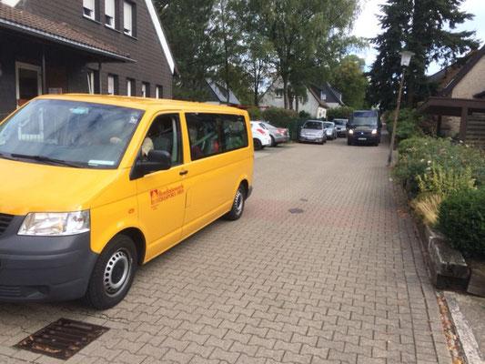 Ankunft der zwei Kleinbusse