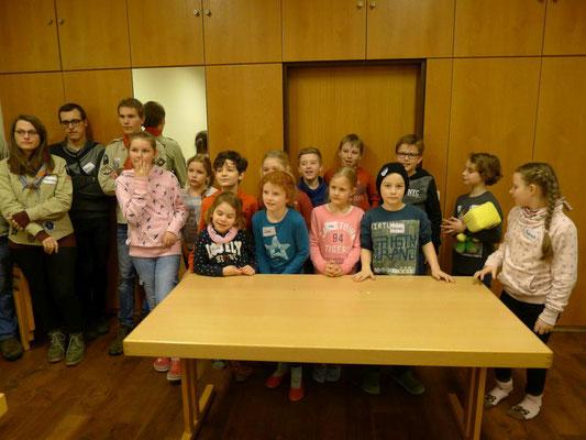Kommunionkindergruppe mit Pfadfindern