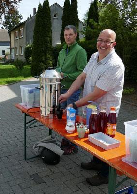Die Männer vom Kaffee- und Eistee-Service