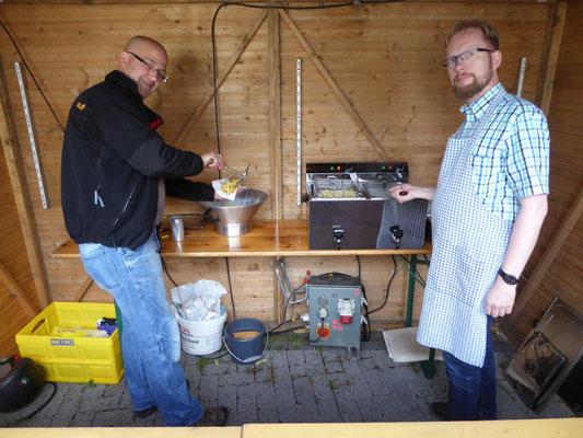 Beim Gemeindefest 2016 aktiv in der Pommes-frites-Bude