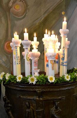 Die Kerzen der Kommunionkinder