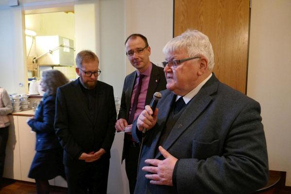 Aus dem Kreisdekanat Schwelm danken Dietmar Janousek und Caritasdirektor Dominik Spanke
