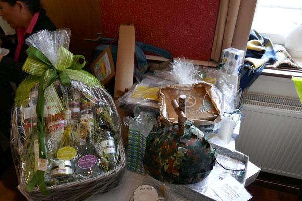 Einige der Geschenke für den scheidenden Burkhard Schmelz