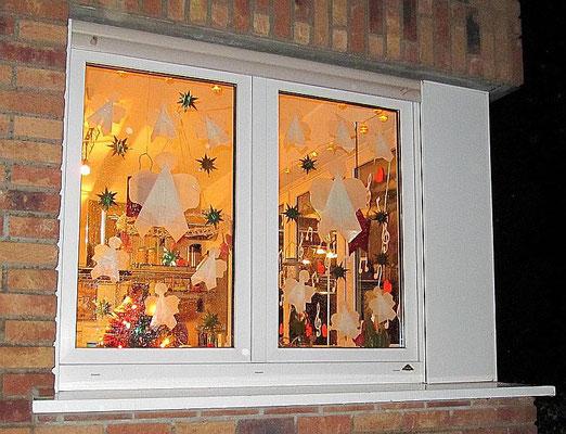 Lebendiges Adventsfenster früherer Jahre