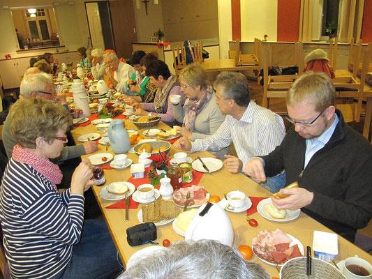 Frühstück im Anschluss an Rorate Messe