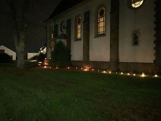 Lichterkette an der Nordseite unserer Kirche