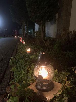 Lichterkette an der Südseite unserer Kirche