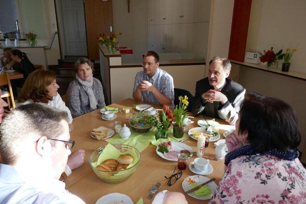 Gespräche am Rande des Frühstücks