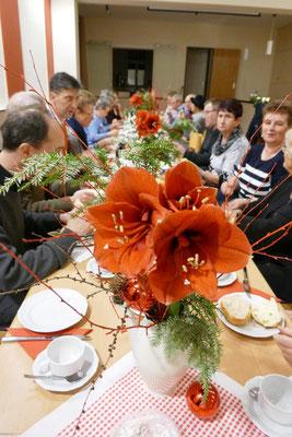 Am liebevoll gedeckten Tisch war Platz für alle