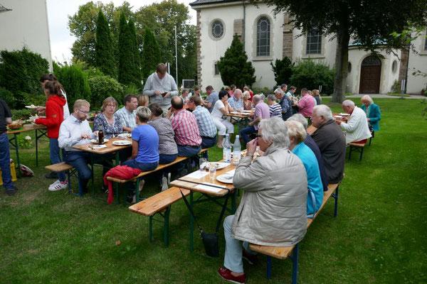 Beim Grillen in Pastors Garten 2017