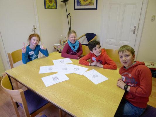 Gruppenarbeit während der Kommuniongruppenstunde
