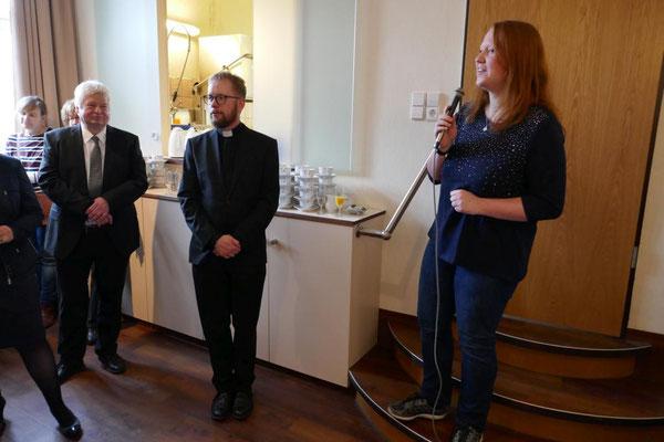 Für die Messdiener spricht Vicky Fröschke