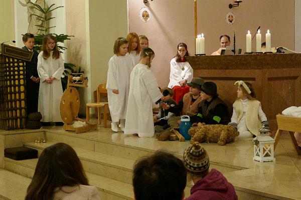 Die Engel informieren die Hirten über Jesu´ Geburt