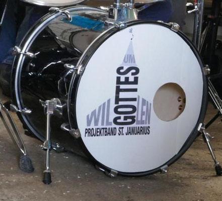 """Musikalisch begleitet die Projektband """"Um Gottes Willen"""" die Erntedankmesse"""