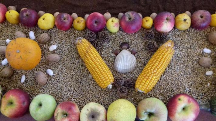 Detail aus dem Früchteteppich