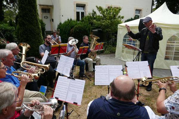 Zum Mittagskonzert spielt der Posaunenchor der ev. Schwestergemeinde