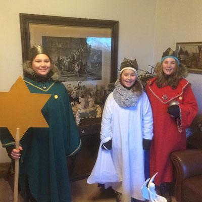 Sternsingerbesuch bei einer Familie 2018
