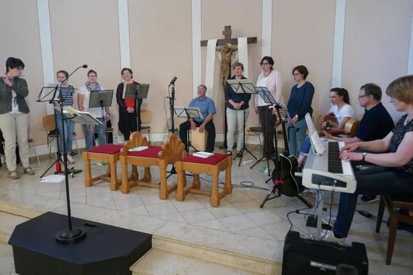 Der Kreis für junge Musik während des Schlusslieds