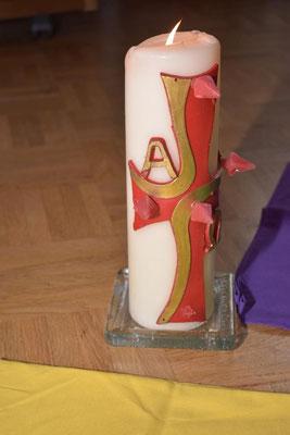 Die Osterkerze - Christus das Licht der Welt ist immer zugegen.