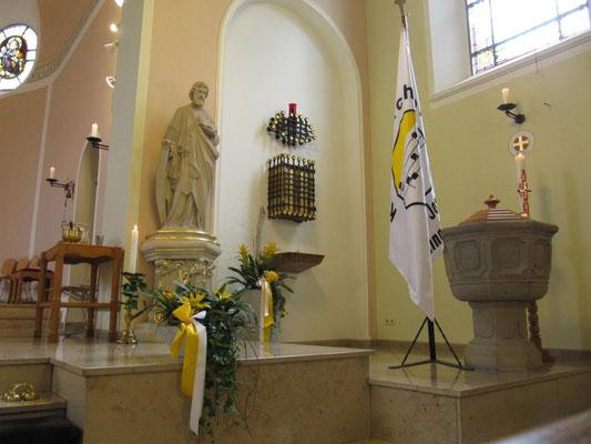 Josefsfigur, Tabernakel und Taufbrunnen