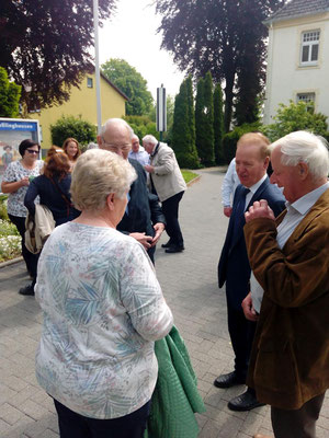 Beim Kirchplatz-Kaffee am 19.05.2019 (Pastor Hesse 2. v. r.)