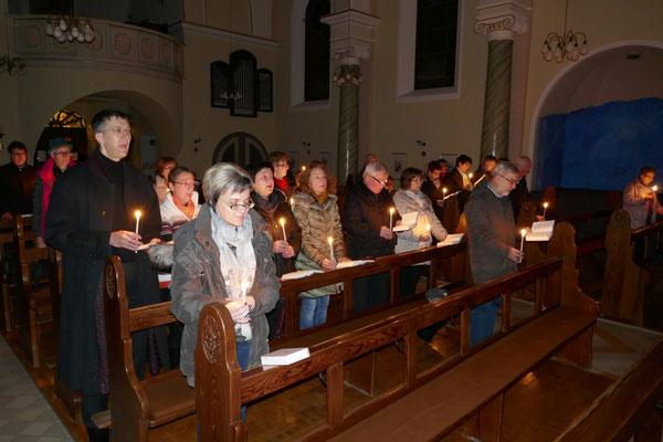 Die Gläubigen während der hl. Messe am 6.12.2017