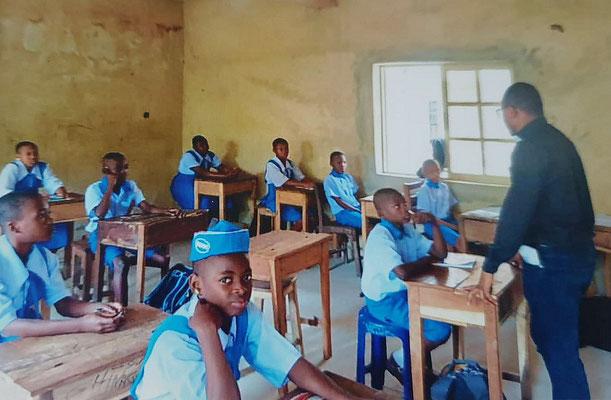Unterricht in Schuluniform