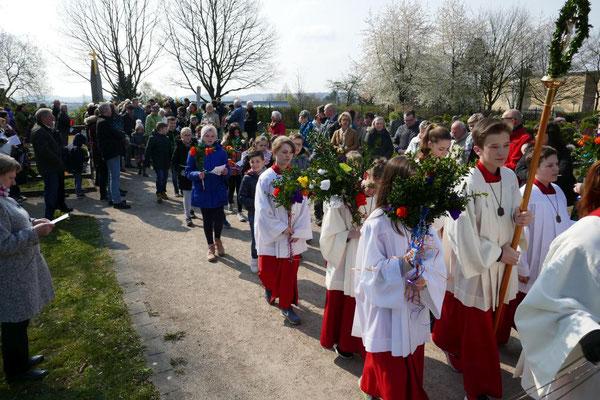 Prozession vom Friedhof zur Kirche
